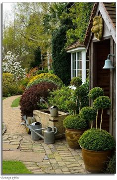 Best small front yard for small house 31 - Small Front Yard Garden Small Gardens, Outdoor Gardens, Indoor Outdoor, Sussex Gardens, Garden Structures, Garden Spaces, Front Yard Landscaping, Dream Garden, Shade Garden