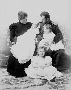 Nicholas & Alexandra with OTM, 1899