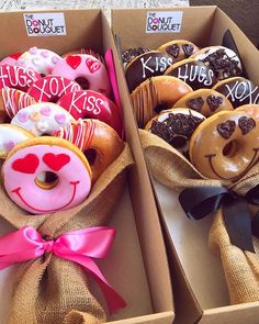 Donut Bouquet Las Vegas - Donuts is the perfect gift for all occasions: Valentine's Day, weddings, corporate events, birthdays. Grab a custom Donut Bouquet in Las Vegas now! Donut Bar, Donut Shop, Doughnut, Food Bouquet, Candy Bouquet, Valentines Sweets, Valentine Gift For Friends, Valentine Party, Donut Gifts