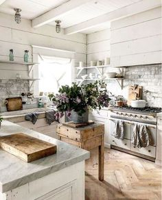 33 Charming French Kitchen Decor Inspirational Ideas - My Home Decor French Kitchen Decor, French Country Kitchens, Farmhouse Kitchen Decor, Kitchen Interior, New Kitchen, Kitchen Ideas, Modern French Kitchen, French Rustic Decor, Farmhouse Style
