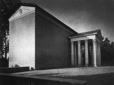 Uppståndelsekapellet (the Resurrection Chapel), designed by Sigurd Lewerentz Classical Architecture, Historical Architecture, Nordic Classicism, Victorian Photos, Concrete, Stairs, Black And White, Landscape, Google