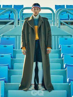푸른 빛 테니스 코트에 색채로 등장한 코트 15. 빨간색 코트 가격 미정, 디올 옴므. 헤드 밴드 7천원, 아메리칸 어패럴. 모노그램 운동화 가격 미정, 루이 비통. 흰색 양말 가격 미정, 폴로 랄프 로렌. 줄무늬 코트 1백79만원, 준지. 터틀넥 가격 미정, H&M. 에메랄드 색 니트 6만8천원, 네이브. 회색 쇼츠 4만2천원, 양말 1만6천5백원, 모두 아메리칸 어패럴. 헤드 밴드 2만1천원, 아디다스 배스킷볼. 체크 코트 3백75만5천원, 보테가 베네타. 터틀넥 가격 미정, 무지. 패딩 베스트 37만8천원, 로키 마운틴 페더베드 by 플랫폼 플레이스. 테리 쇼츠 가격 미정, 아메리칸 어패럴. 양말 가격 미정, 폴로 랄프 로렌. 클럽 씨 85 빈티지 운동화 10만9천원, 리복. 헤드 밴드 6천5백원, 휠라. 왼쪽부터 | 알파카 헤링본 코트 가격 미정, 버버리. 스웨트 셔츠 가격 미정, 노앙. 카무플라주 쇼츠 가격 미정, 몽클레르 감므 블루. 양말 1만1천원, ... Weird Fashion, Colorful Fashion, Tennis Fashion, Korean Fashion Men, Fashion Poses, Mens Activewear, Nike Outfits, How To Look Pretty, Editorial Fashion