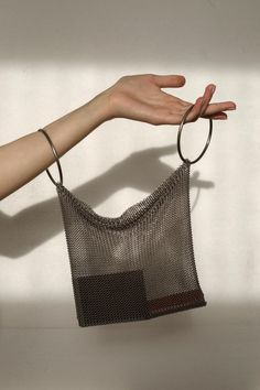 MESH bag - Women's style: Patterns of sustainability Diy Fashion, Fashion Bags, Fashion Women, Brand Name Bags, Brand Names, Sacs Design, Brand Name Clothing, Beaded Bags, Purses And Bags