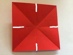 Anleitung zum Sterne basteln aus Papier in 3D mit Kindern ab 4 Jahre. Das Falten schult die Feinmotorik der Kinder und ergibt schöne Weihnachtsgeschenke