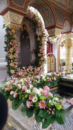 Wedding Car Decorations, Flower Decorations, Wedding Centerpieces, Greek Icons, Large Flower Arrangements, Church Flowers, Jesus Art, Religious Art, Fresh Flowers