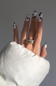 20 Stylish Nail Trends To Try in 2019 - The Trend Spotter nails nail art technician beauty suzie polish c Summer Acrylic Nails, Best Acrylic Nails, Summer Nails, Cow Nails, Fire Nails, Minimalist Nails, Minimalist Fashion, Dream Nails, Stylish Nails