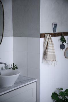 BADRUM. Just nu hittar du massvis med bra tips inför badrumsrenoveringen från vår bloggare Anna Kubel. Anna har oklanderlig smak och delar med sig av sina favoriter när det kommer till badrumsrenovering på bloggen. Vilket kakel blir bäst? Kan man måla väggarna i ett badrum med kalkfärg? Var hittar jag den snyggaste blandaren? Svaren på …