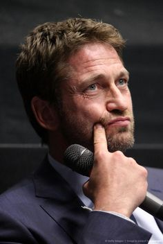 """HQ Gerard Butler at DC press conference for """"Olympus Has Fallen"""" courtesy of his Russian fans. Older Male Models, Blonde Male Models, Korean Male Models, Russian Male Model, Italian Male Model, Italian Models, Russian Models, Gerard Butler, Hot Actors"""