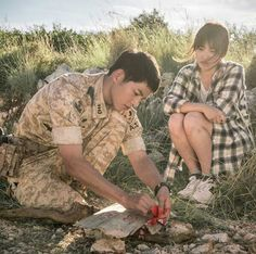 song hye kyo 송혜교 and song joong ki 송중기 descendants of the sun 태양의후예 kikyo couple Song Hye Kyo, Song Joong Ki, Songsong Couple, Best Couple, Descendants Of The Sun Wallpaper, Decendants Of The Sun, Sun Song, Best Kdrama, Couple