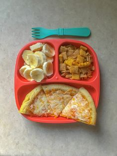 Pizza, bananas, and chex mix. Toddler meals, 3 year old food. Healthy Toddler Meals, Toddler Lunches, Toddler Food, Toddler Menu, Baby Food Recipes, Snack Recipes, Healthy Recipes, Healthy Tips, Healthy Food
