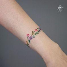 ideas flower tattoo ankle bracelet for 2020 Anklet Tattoos, Ring Tattoos, Piercing Tattoo, Body Art Tattoos, Piercings, Tatoos, Pretty Tattoos, Beautiful Tattoos, Cool Tattoos