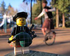 LEGO Collectible Minifigures Series 7 : Bagpiper vs. The Unipiper