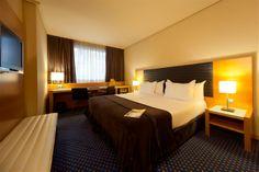 Amplias y luminosas han sido diseñadas con materiales de primera calidad, basándose siempre en líneas modernas y vanguardistas, donde el confort y la elegancia se entrelazan. http://www.hoteles-silken.com/hoteles/indautxu-bilbao/habitaciones/