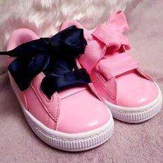 Chaussures, tennis, puma rose fushia, avec un gros noeud, taille 26