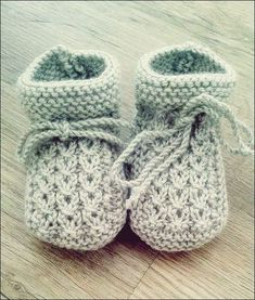 Strickanleitung Baby Booties Source: Re .- Strickanleitung Baby Booties Quelle: Rest Wolle oder Baumwo… Knitting instructions baby booties source: rest of wool or cotton … - Knitting Socks, Free Knitting, Baby Knitting, Crochet Baby, Knitting Designs, Knitting Patterns, Crochet Patterns, Blanket Patterns, Tricot Simple
