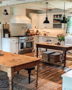 Kitchen Cupboards, Kitchen Dining, Kitchen Island, Farmhouse Kitchen Inspiration, Kitchen Ideas, Home Kitchens, Farmhouse Kitchens, Rustic Farmhouse, Kitchen Remodel