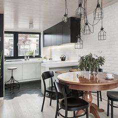 Zakochaliśmy się w tym pięknym stole ściągniętym z francuskiego antykwariatu . Tworzy dom  for. Meluzyna studio #wnetrza #architecture #interiors #kitchen #kuchnia #loft #legnica #wroclaw #wnetrza #lemon #green #scandynavian #hexagon #tiles #wnetrza