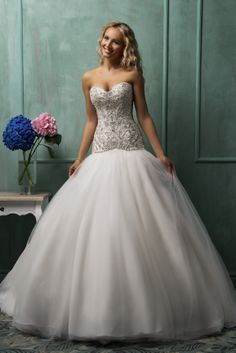 The charming and romantic A-line strapless sweetheart neck white organza floor-length chapel train wedding dress with swarovski crystal beading bodice and puff skirt