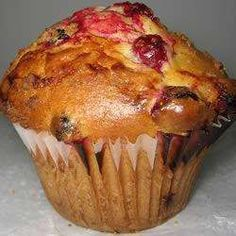 I love muffins. I can't turn a good, not- too- sweet muffin down. Autumn Muffin Recipes, Fall Recipes, Yummy Recipes, Raisin Muffins, Muffin Bread, Good Food, Yummy Food, Sweet Bread, Brunch Recipes