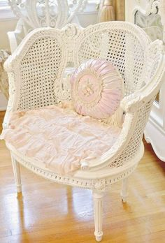 Cool chair for the Guest bedroom - White wicker