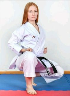 Female Martial Artists, Martial Arts Women, Female Art, Karate Girl, Madness, Poses, Clothing, People, Red