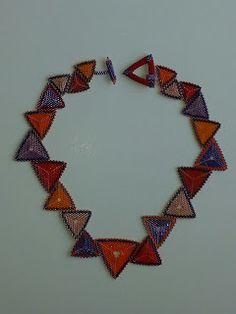 LaGrif Bijoux Geometrie e altre creazioni by Maria Cristina Grifone. Collana triangoli viola e rossi. Design LaGrif. Handmade by LaGrif