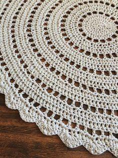 Diy Crafts - Crochet Doily Rug in Ecru 38 Handmade Crochet Doily Rug, Crochet Rug Patterns, Crochet Round, Crochet Designs, Hand Crochet, Diy Crafts Crochet, Crochet Home Decor, Tapete Doily, Mantel Redondo A Crochet