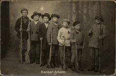 Child soldiers of the Finnish Red Guards Civil War Pikku punakaartilaisia Kymi Finnish Civil War, Germany Vs, Driving Cap, World Conflicts, Armed Conflict, American Children, Civil War Photos, My Heritage, Beautiful Children