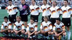 WM 1990 in Italien - Weltmeister Deutschland: Aller guten Dinge sind drei. Brehme verwandelt kurz vor Schluss den entscheidenen Elfmeter zum 1:0 gegen Argentinien, und Deutschland ist nach 16 Jahren wieder auf dem Fußball-Thron.