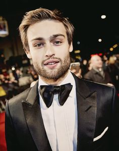EE BAFTAs 2016 | Douglas Booth on the red carpet