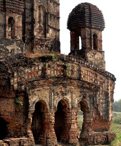 Terracota Temple in Bengal, India Indian Architecture, Ancient Architecture, Amazing Architecture, Architecture Design, Mosque Architecture, Abandoned Buildings, Abandoned Places, Temple Ruins, Hindu Temple