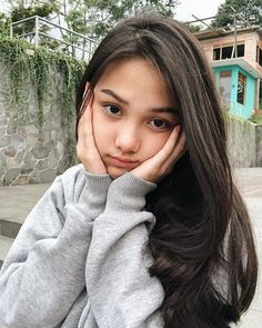 Indonesian Girl Beautiful and Natural Smooth - Gadis Black Sweet Girl Photo Poses, Girl Photography Poses, Beautiful Hijab, Beautiful Asian Girls, Girl Pictures, Girl Photos, Filipina Beauty, Cute Girl Face, Ulzzang Korean Girl