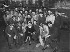 Gloria Swanson visits William Holden & Stalag 17 cast on set. Neville Brand, Suzanne Pleshette, Billy Wilder, Paramount Pictures, Event Photos, On Set, Old Hollywood, Family Portraits
