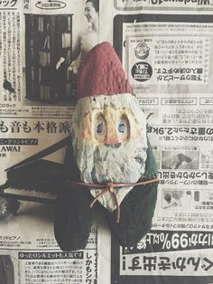 Lilla Tomten från Stilla Havet --- Hittade en liten träbit i Stilla Havet som förvandlades till en liten tomte i mitt arbetsrum. Han sa att han gärna ville följa med till Sverige i Jul och träffa Jonas. === 太平洋からのリトルサンタ === The Little Santa from the Pacific Ocean