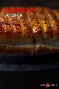 Hoe maak je nu die krokante korst bij buikspek? Hier het geheim! #buikspek #krokantbuikspek #recept #bbqrecept #bbqtip Hot Dog Buns, Hot Dogs, Beef Steak, Bbq, Bread, Food, Barbecue, Barbacoa, Meal