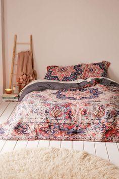 Berna Worn Carpet Comforter