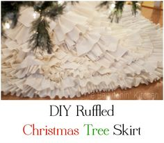 A no sew DIY Ruffled Christmas Tree Skirt. This project was very easy, all that was needed was some felt, linen and a glue gun!