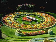 Amazing landscape The floral clock Geneva, Suisse Topiary Garden, Garden Art, Garden Design, Floral Clock, Rome Antique, Garden Living, Parcs, Trees And Shrubs, Flower Pictures