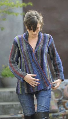 Gorgeous vertically striped A-line jacket in beautiful colours (veste Tina) - Elle Tricote Ladies Cardigan Knitting Patterns, Knit Patterns, Clothing Patterns, Knitting Short Rows, Loom Knitting, Hand Knitting, Crochet Coat, Crochet Cardigan, Garter Stitch
