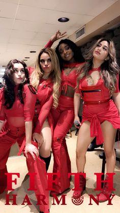 Fifth Harmony backstage at #AZABBGIC2017