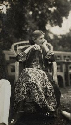 "Virginia Woolf in happier days in Lady Ottoline Morell's garden, where the Bloomsbury circle would often gather… ""Ghost, air, nothingness, a thing you could play with easily and safely at any time of. Virginia Woolf, Writers And Poets, Feminist Writers, Anita Berber, Lady Ottoline, Old Photos, Vintage Photos, Bloomsbury Group, Famous People"