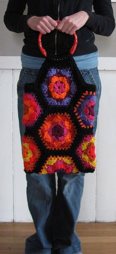 Crochet bag--click through to find the tutorial