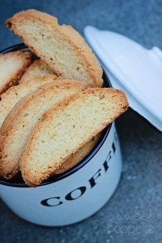 The Best Almond Biscotti Recipe - One Sweet Appetite Cookie Desserts, Just Desserts, Cookie Recipes, Delicious Desserts, Dessert Recipes, Biscotti Rezept, Biscotti Cookies, Almond Cookies, Chocolate Cookies