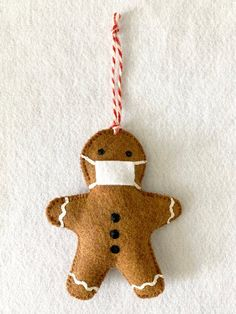 Gingerbread Ornaments, Felt Christmas Ornaments, Gingerbread Man, Spring Crafts For Kids, Art For Kids, Kid Art, Paper Plate Crafts, Paper Plates, Educational Crafts