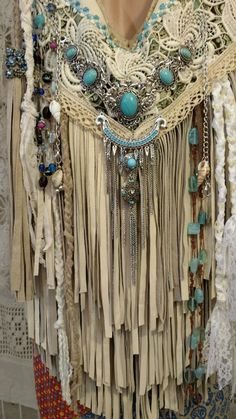 Handmade Ivory Leather Fringe Shoulder Bag Hippie Boho Hobo Vintage Lace 380 tmyers - women handbags for sale, big purses and handbags, inexpensive leather handbagsMany Types Of Women's Handbags. For many ladies, getting a genuine designer bag just i Hippie Style, Ethno Style, Gypsy Style, Boho Gypsy, Bohemian Style, Hippie Party, Hippie Bags, Boho Bags, Moda Vintage