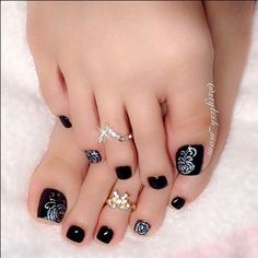 I am unfolding before you Elegant fall / autumn toe nail art designs, ideas, trends & stickers of You will fall in love with the collection. Fall Toe Nails, Black Toe Nails, Fall Pedicure Designs, Fall Nail Designs, Nail Polish Art, Toe Nail Art, Nail Art Images, Diva Nails, Pedicures