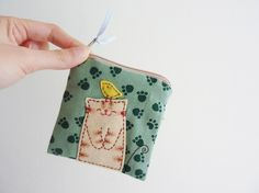 Kitty Purse Etsy Project Embrace by dancingintherains on Etsy Fabric Crafts, Sewing Crafts, Sewing Projects, 0 Bag, Diy Sac, Cat Purse, Handmade Purses, Cat Crafts, Fabric Bags