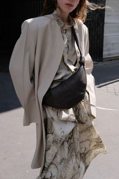 Try so many fashionable lines, which one can really bring out your temperament? Beginning in spring, use a shirt to regain your temperament.None of the wom Womens Fashion Online, Latest Fashion For Women, Mm Paris, Trendy Swimwear, Ready To Wear, Fashion Accessories, Vogue, Style Inspiration, Clothes For Women