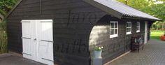 Www.jaro-houtbouw.nl 0341-759000 Ook deze schuur was 1 van de eerste schuren die Jaro Houtbouw geplaatst heeft. Kwaliteit leveren voor uw luxe schuur of garage is voor ons erg belangrijk. Niet altijd het goedkoopst, maar wel zo voordelig! Op langere termijn moet u ook nog plezier hebben. Daarom gaan er uitsluitend kwaliteitsproducten uit onze fabriek. maak kennis met onze website www.jarohoutbouw.nl met daarop nog veel meer modellen schuren, gages en loodsen