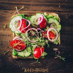 A Healthy Pre-Pregnancy Diet Can Lower Your Baby's Risk of Heart Defects - Parents. Clean Eating Snacks, Healthy Snacks, Healthy Eating, Healthy Recipes, Protein Salat, Avocado Toast, Sandwich Vegan, Tomato Sandwich, Open Faced Sandwich